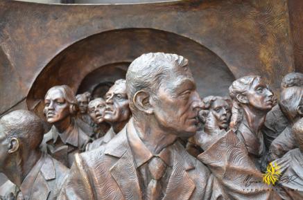 The Meeting Place. Le rendez-vous, Paul Day, St Pancras